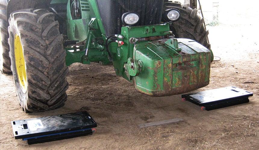 Wiegen des Traktors vorn und hinten